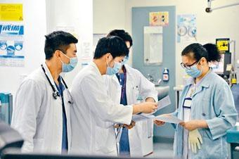 特首表示,已增加醫學院學額,應付醫護人手不足問題。