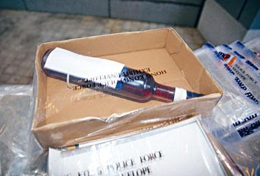 警方毒品調查科偵破果酒紙箱藏毒案,拘捕涉案疑犯。