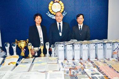 商罪科總警司曾正科及女總督察鄢曉宇講述破案經過。