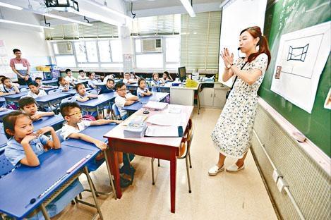 教師語文能力評核(基準試)報告昨公布,英文科五份試卷中以卷二寫作的達標率最低,僅得四成三。