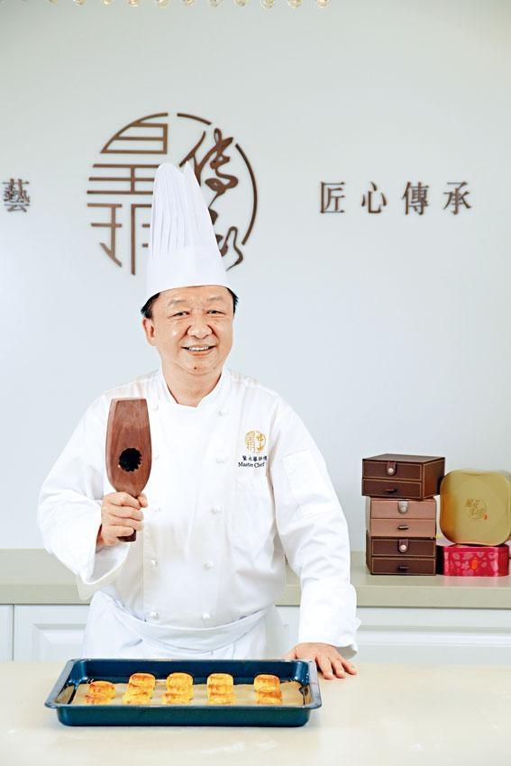 葉永華師傅製作奶黃月餅數十年,一直未言倦,對月餅的鍾愛程度令人欽佩。