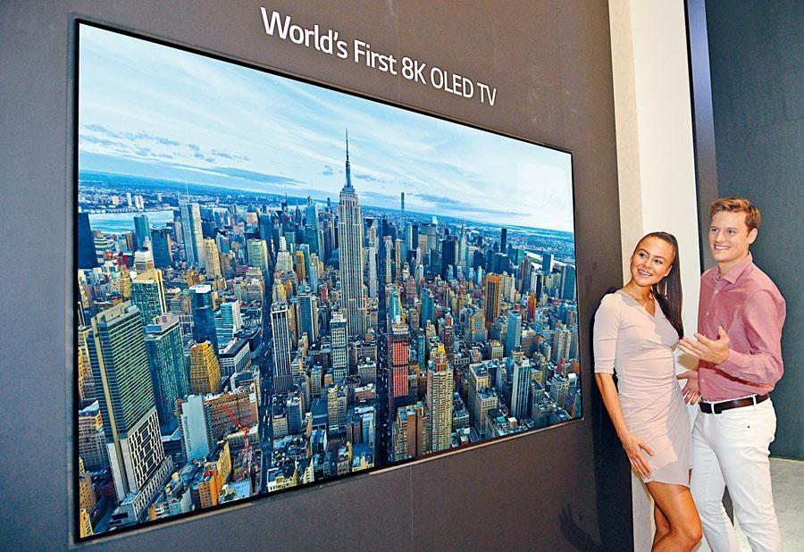LG展示自家首台88吋8K OLED TV,畫質細膩。