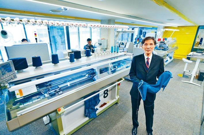 香港紡織及成衣研發中心行政總裁葛儀文(Edwin)鼓勵大眾,將一些不能再穿着、破爛、有污迹等舊衣服重造,以減少堆填區的負荷。