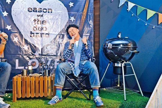 Eason於台灣跟粉絲分享新歌。