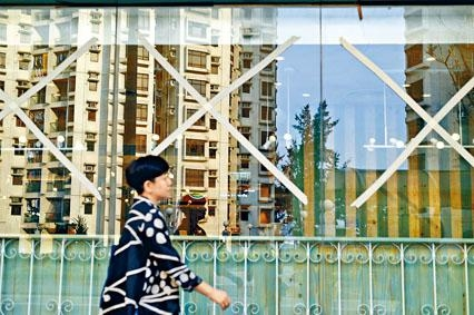 ■山竹來勢洶洶,本港酒店及商鋪紛紛作好防禦準備。