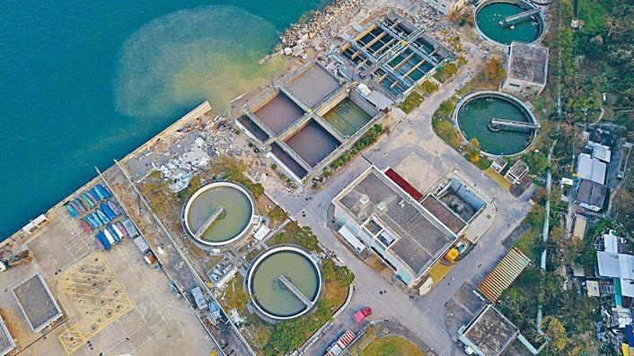 西貢污水處理廠受損嚴重,導致污水溢出。