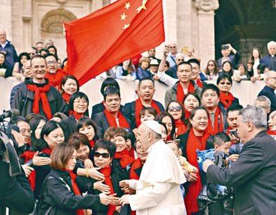 ■今年四月,教宗方濟各在梵蒂岡接見來自中國的信徒。