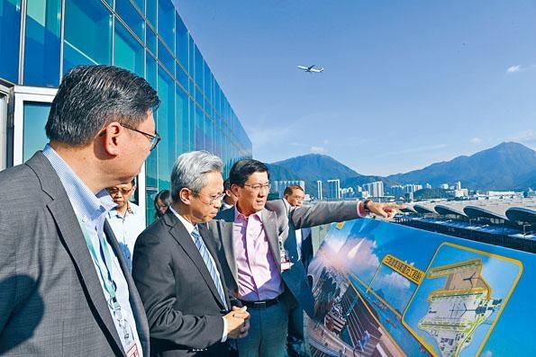 行政總裁林天福早前視察國際機場三跑道系統及SKYCITY航天城項目。