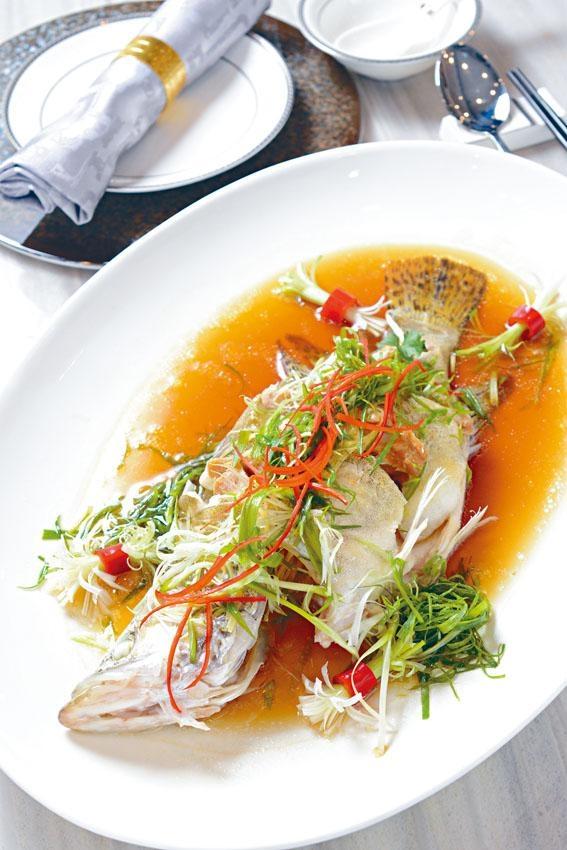 ●馬友肚中尋,把鹹香馬友放到桂花魚內同蒸,鮮味大為提升。($480)