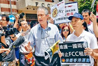 ■多個團體抗議陳浩天演講,馬凱代表外國記者會接受抗議信。