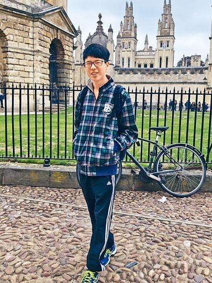 ■十五歲的數學神童何子駿,上月底赴英國牛津大學升學,主修數學系。