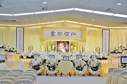 ■「光纖之父」高錕昨設靈公祭,逾百個花圈放滿靈堂內外。
