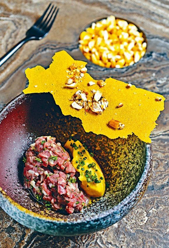 Tartar de Lomo Con Maiz,選用澳洲牛肉配上香甜粟米蓉,成為別具風味的秘魯式牛肉他他。