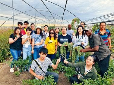 參加「香港青年新跑道計畫」的保良局羅傑承(一九八三)中學,早前到坦桑尼亞了解當地的發展。