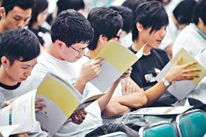 為切合社會及經濟發展人才需要,《施政報告》建議加強專上及職業專才教育發展。