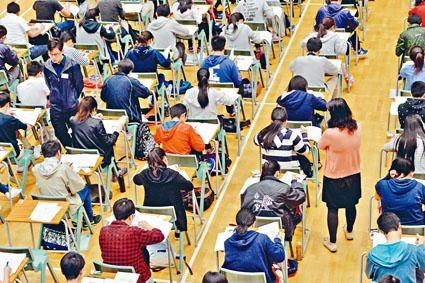 文憑試報考人數近年持續下降,令考評局財政出現虧損。