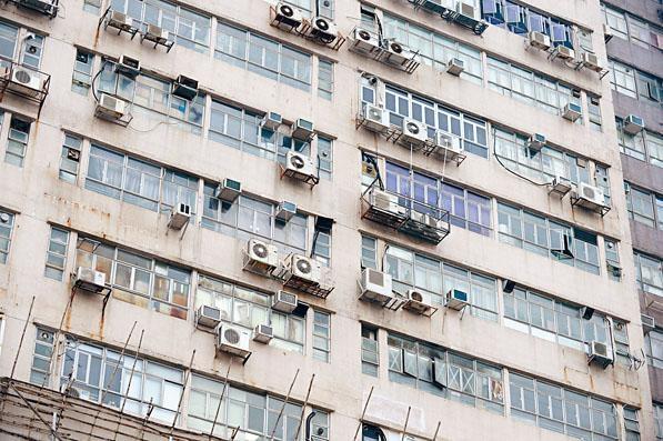 《施政報告》宣布重啟活化工廈計畫,但要求在完成改裝後,將一成樓面面積用於政府指定的用途。