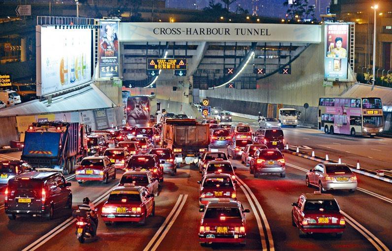 《施政報告》提出三條過海隧道分流方案,當中紅隧的加幅最大。