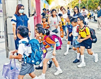 公營中小學教師學位化,下學年起將一次過落實。