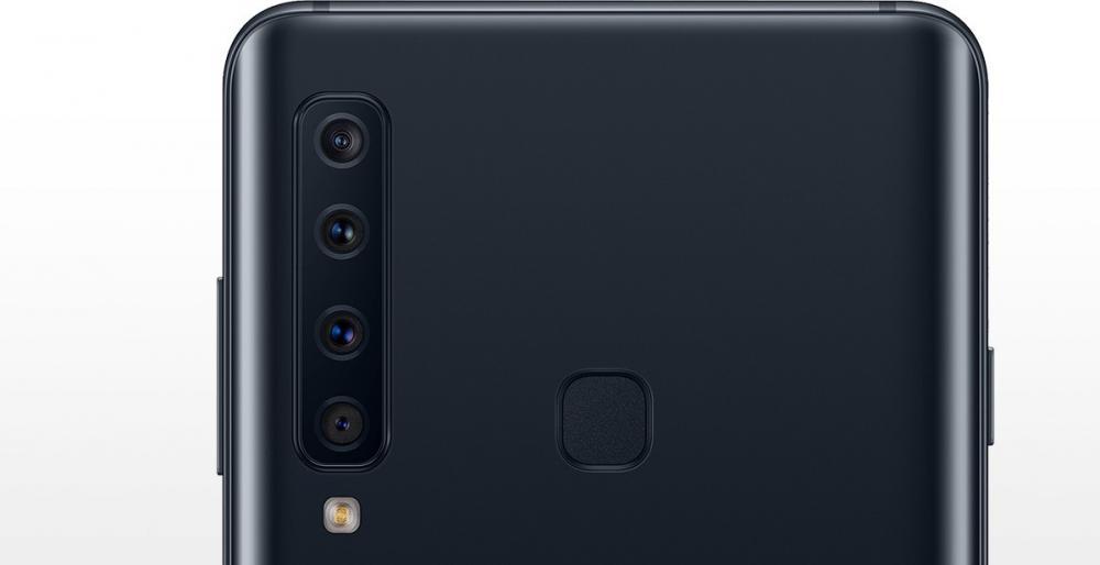 全球首部配備後置四鏡頭的手機。