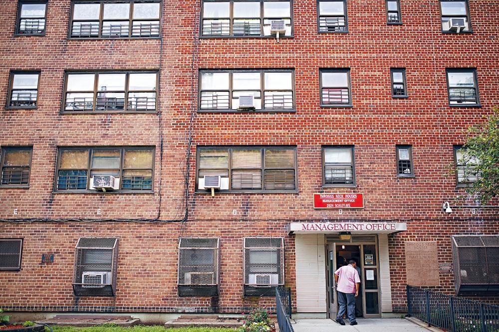 市房屋局目前正面對318億元的龐大維修費用。Karsten Moran/紐約時報