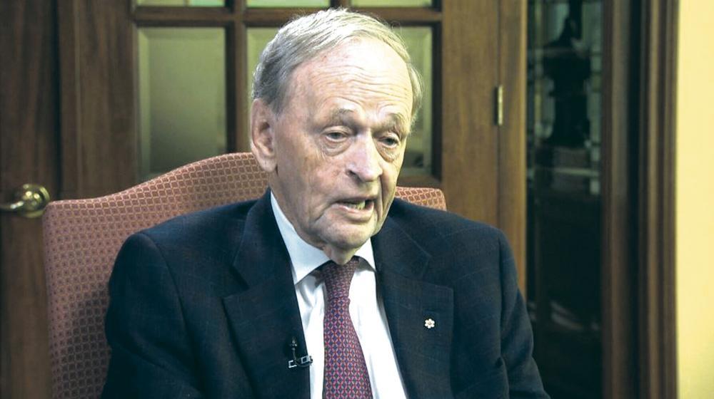 克里田接受CBC新聞節目訪問,發表對時政的看法。 CBC