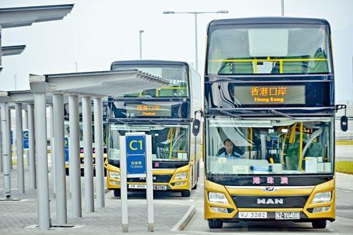 ■港珠澳大橋穿梭巴士。