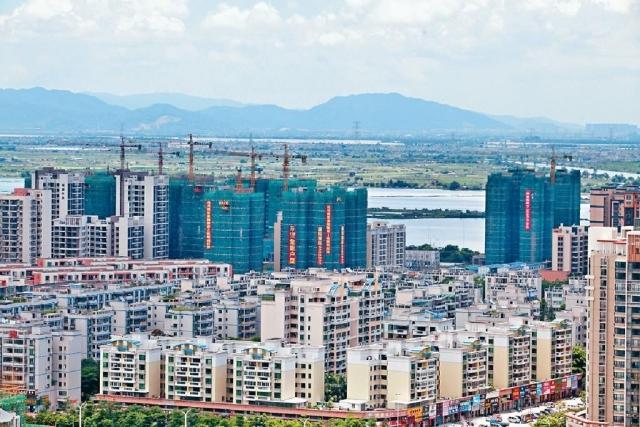 ■地產業界指出,不少港人往內地買商住兩用的公寓,令公寓銷售額按年上升逾一倍。