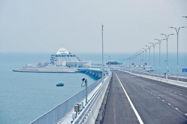 ■大橋下周三正式通車,傳媒昨天獲安排參觀香港口岸及連接路。