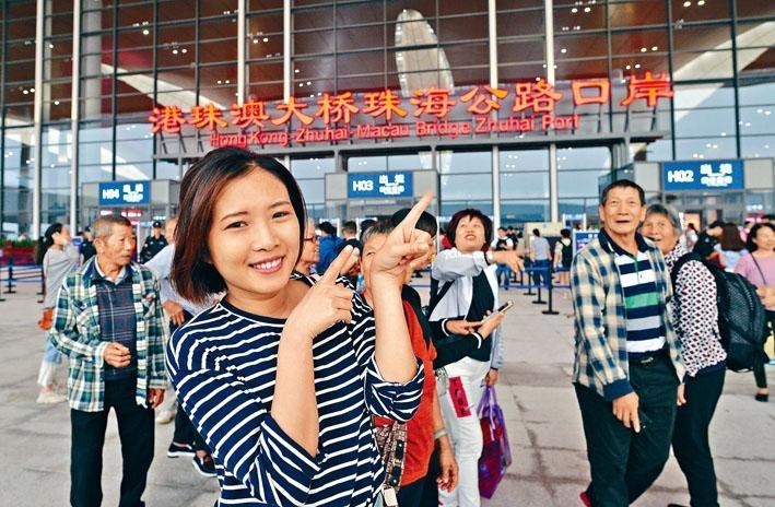 珠海市民抵達旅檢大樓,未登上大橋就已興奮莫名。