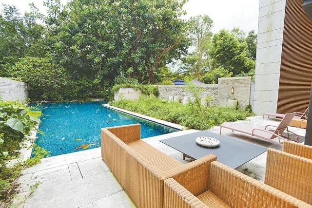 ■花園面積約3486方呎,設有私人泳池。
