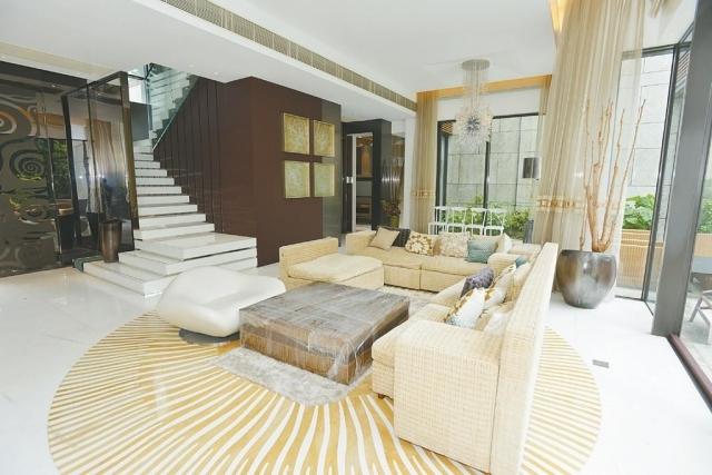 ■客飯樓底高曠,空間感極高。