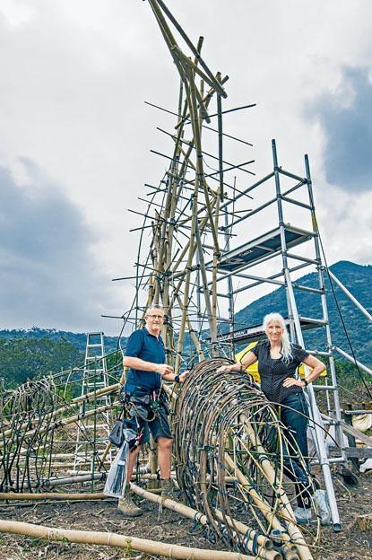 英國著名藝術單位WildWorks製作裝置藝術《探索沙螺灣》,他們包括Sue Hill和Pete Hill。