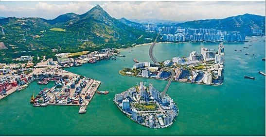 《施政報告》公布推出「明日大嶼」計畫後,社會一直爭議。