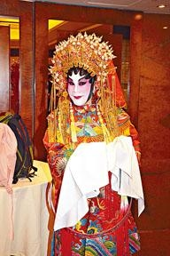 黃夏蕙前晚扮長平公主慶祝萬聖節。
