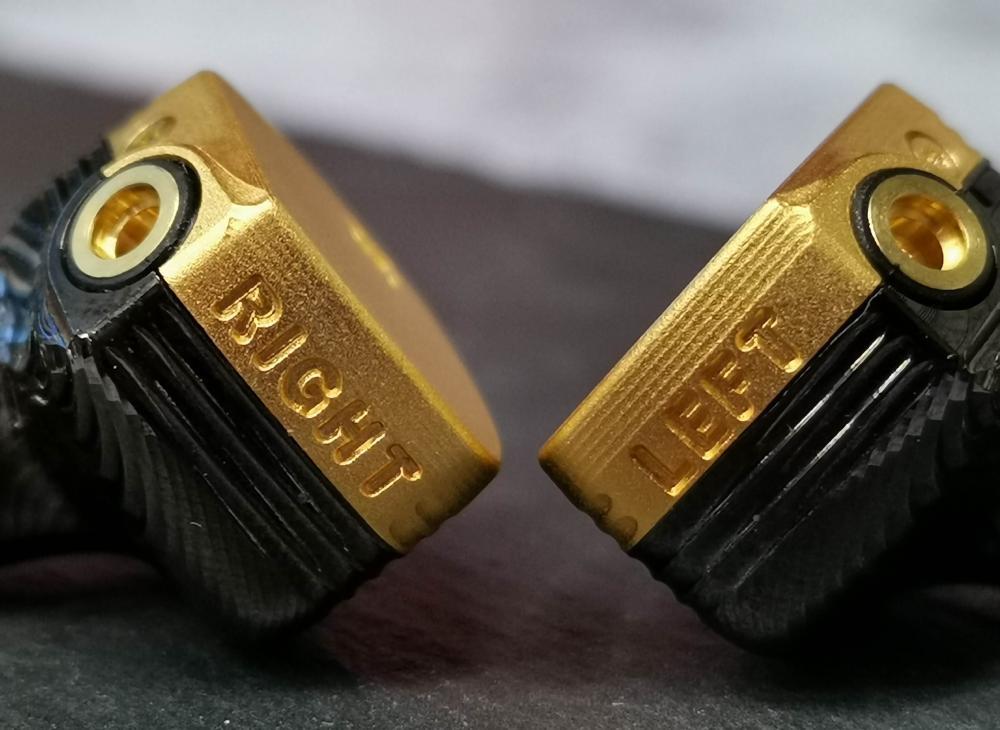 每隻耳筒皆在美國以人手製造。