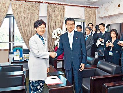 ■特首林鄭月娥昨與日本外務大臣河野太郎(右)會面。