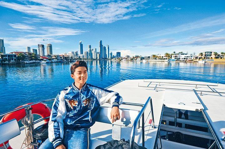 旅客可在船上不同位置尋找鯨魚蹤影。