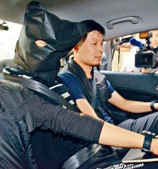 探員將涉嫌與秀茂坪唐樓爆竊案疑犯拘捕帶署。