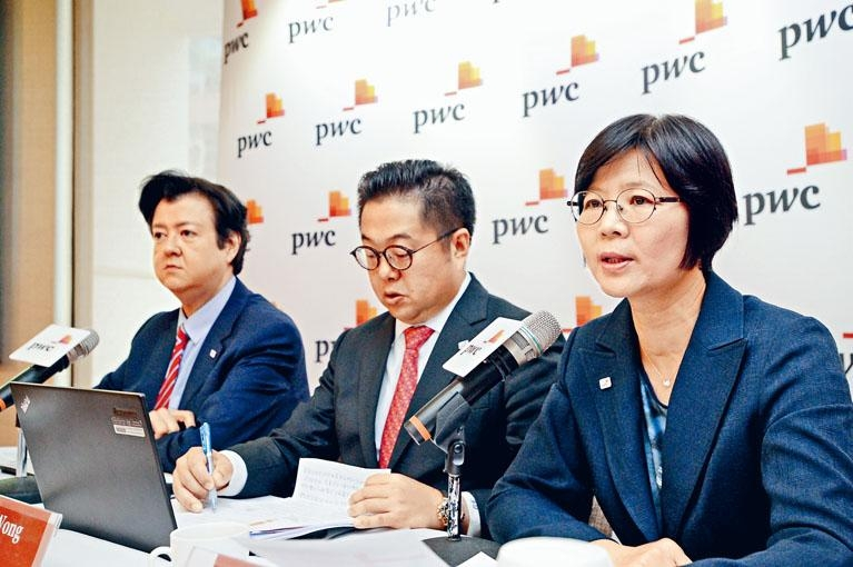 圖左一為羅兵咸永道家族企業及私人財富稅務策劃主管合夥人王志偉。
