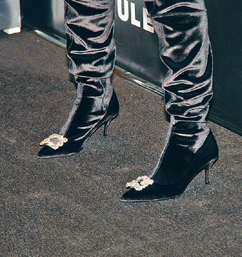 ■樂基兒昨晚穿兩吋半高跟鞋現身。