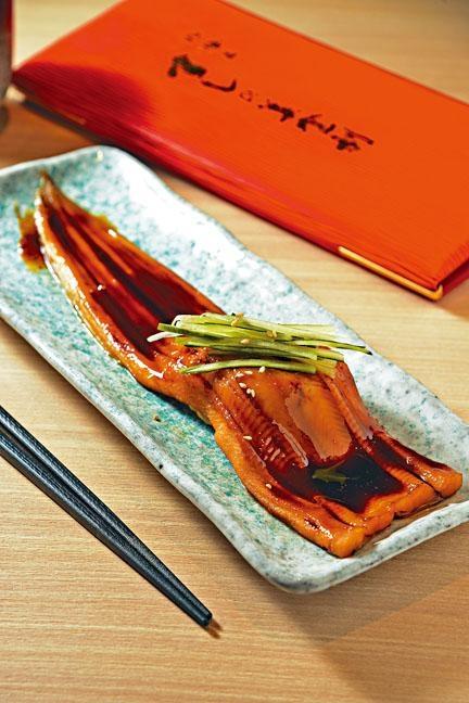 元祖原條穴子壽司,長達二十七厘米的海鰻壽司,醬汁惹味,口感軟腍。