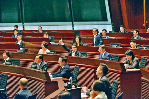 ■立法會過去三日用近三十五小時辯論,最終以四十一票贊成,連續兩年通過《施政報告》致謝議案。
