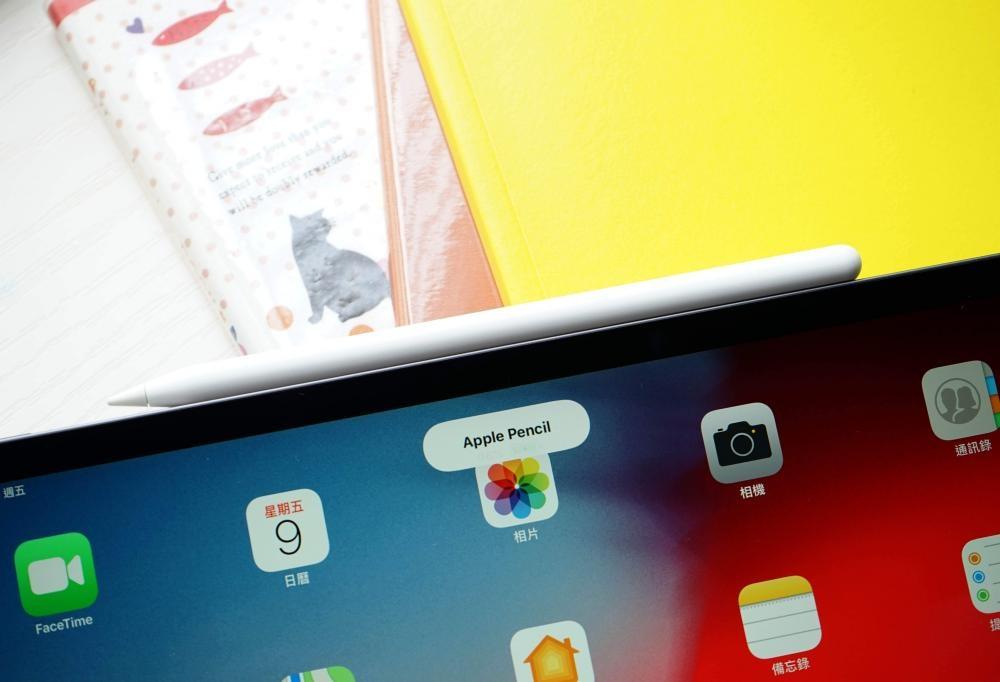 第二代Apple Pencil通過磁力吸附於機身後會自動無綫充電。