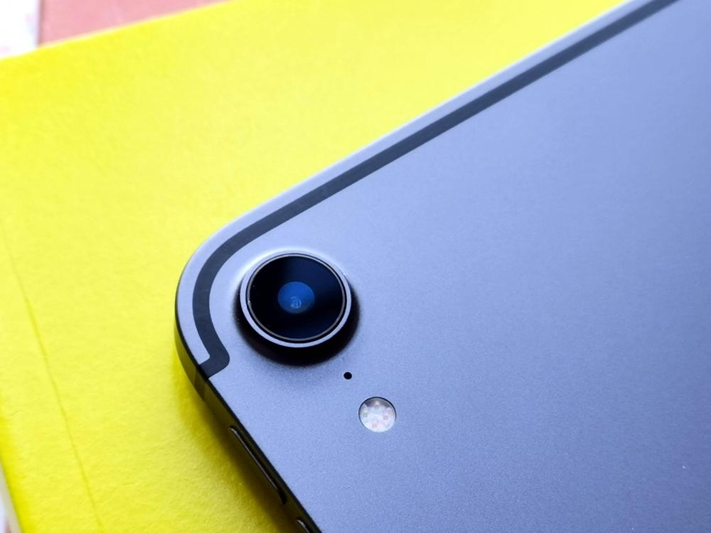 12MP主鏡頭一如新Phone,支援Smart HDR及4K/60fps拍片。