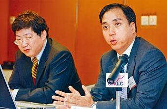 黃明偉認為當局不斷收緊監管,不利影響將慢慢浮現。