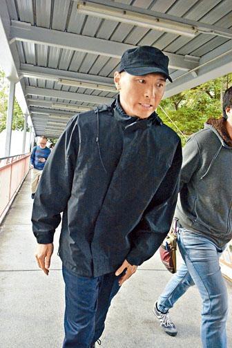 黃子恆昨天初見到記者時,一直在迴避鏡頭。
