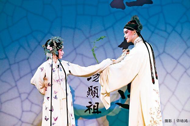校園版《牡丹亭》上周於香港中文大學邵逸夫堂演出。