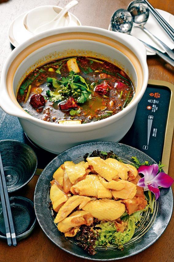隨變麻辣雞煲,秘製汁底,配上只有一百日大的三黃雞,鮮嫩滋味。