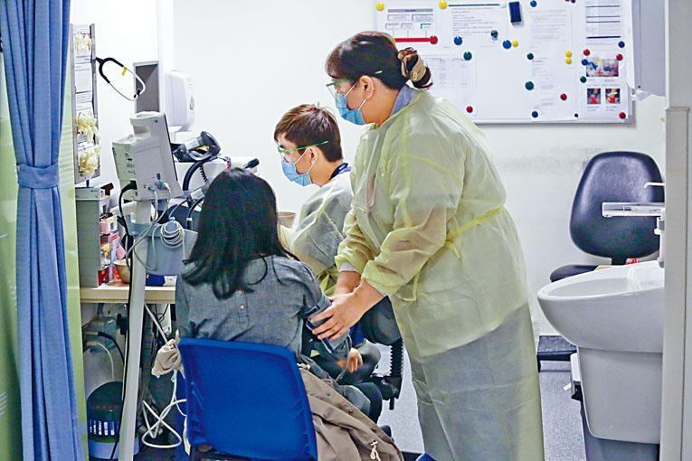 面對急症科醫生流失,醫管局稱一直透過推出不同政策及措施,以紓緩前醫生的工作壓力。